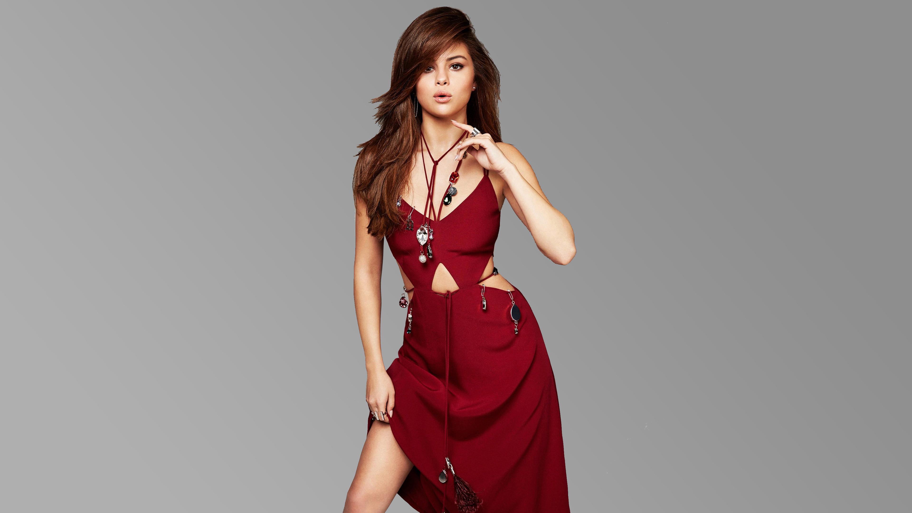 Selena Gomez habla sobre desacuerdos con su disquera