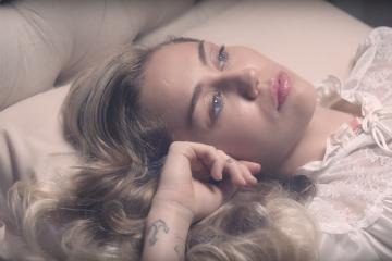 Miley Cyrus canta Younger Now en el show de Ellen