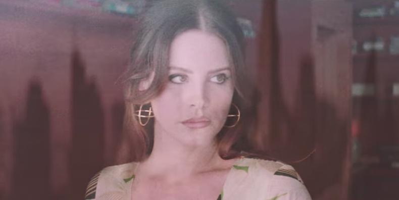 """Lana del Rey en su vídeo de """"White Mustang"""""""