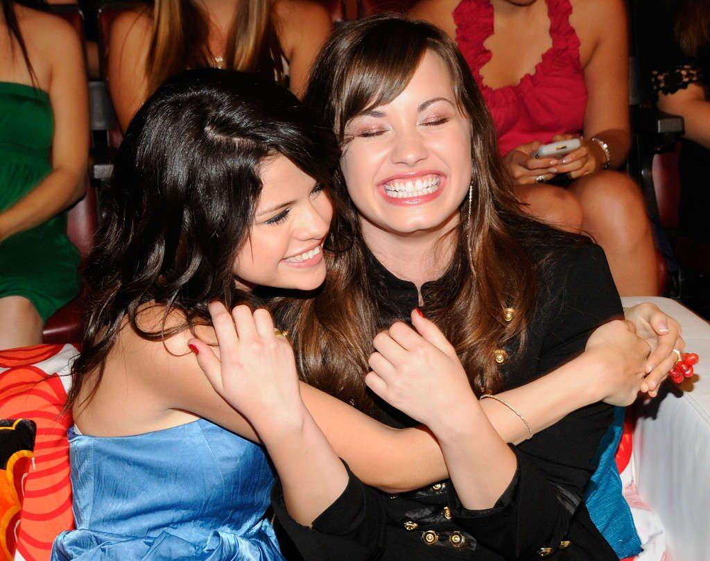 Demi Lovato junto a su amiga Selena Gomez