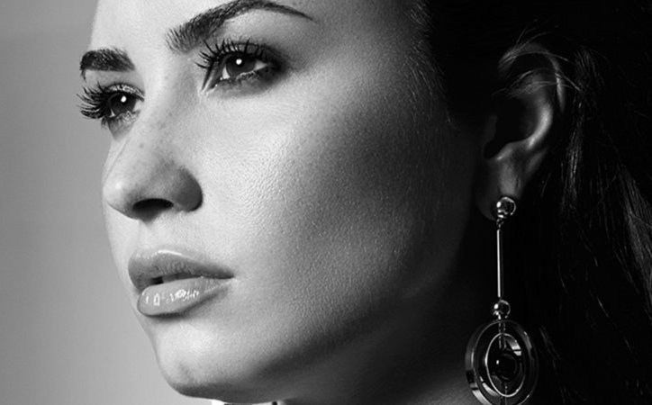 Demi_Lovato_Simply-Complicated