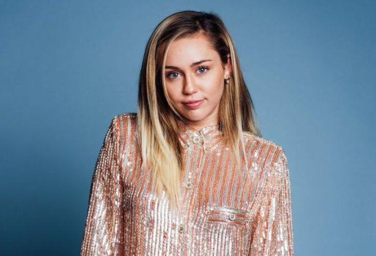 Miley Cyrus habla de Demi Lovato y Shania Twain