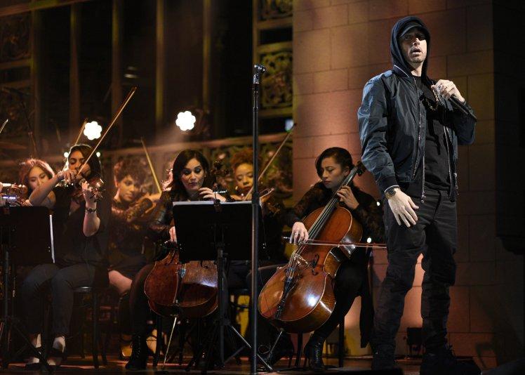 """Eminem interpreto su nueva canción """"Walk On Water"""" en 'SNL'"""