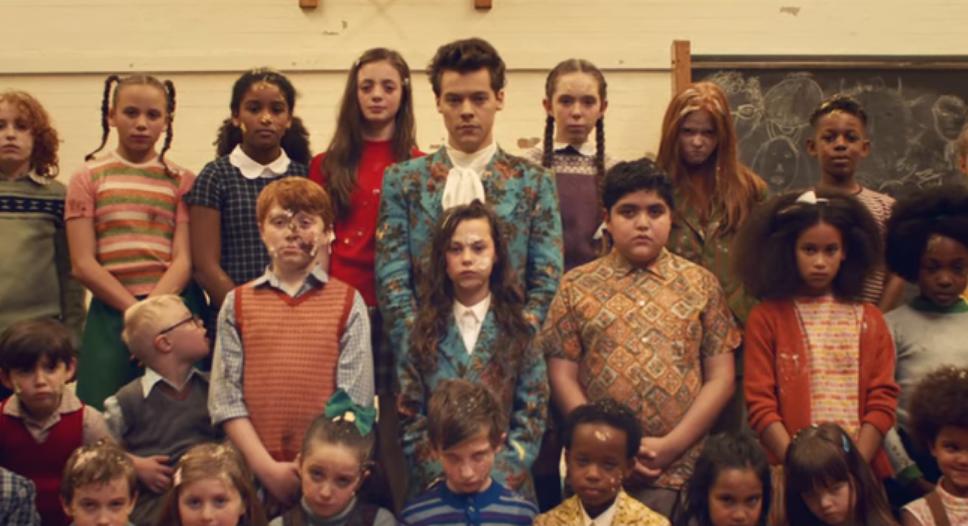 """Mira el Vídeo Oficial de """"Kiwi"""" por Harry Styles"""