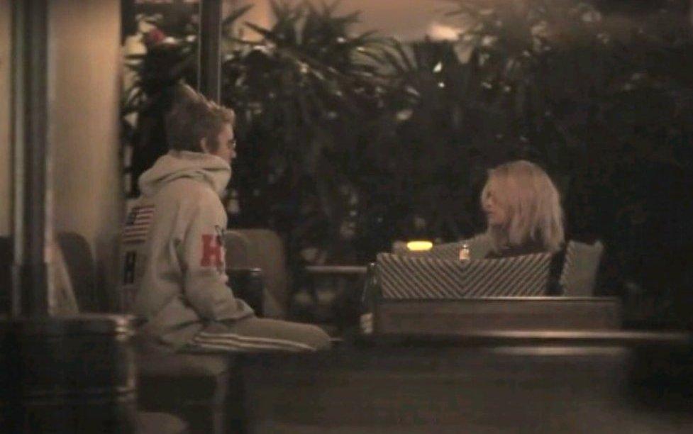 Selena Gomez y Justin Bieber fueron captados en hotel de Los Angeles (VíDEO)