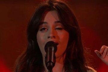 Camila Cabello se burla del tic de su ojo