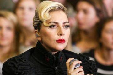 Lady Gaga ayuda a demoler casa de víctima del Huracán Harvey