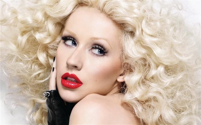 Christina Aguilera aumenta rumores de nueva era al eliminar viejas publicaciones en Instagram