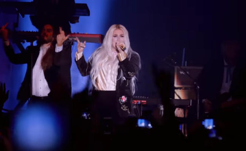 """Kesha lanzó vídeo en vivo para su nuevo sencillo: """"Woman"""""""