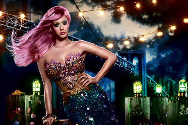 """¿Katy Perry está grabando el vídeo musical para """"Tsunami""""?"""