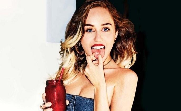 Miley Cyrus le consigue casa y paga la renta de una concursante de The Voice