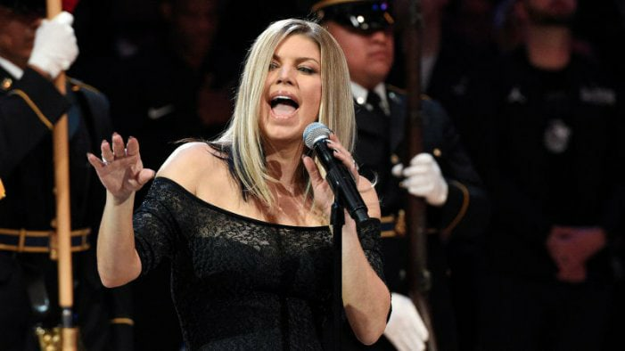 Fergie es victima de burlas tras arruinar el himno en el NBA All Stars