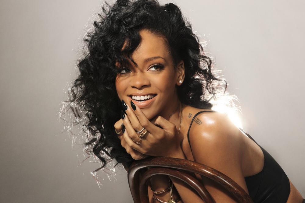 Productor revela fragmento de una nueva canción de Rihanna
