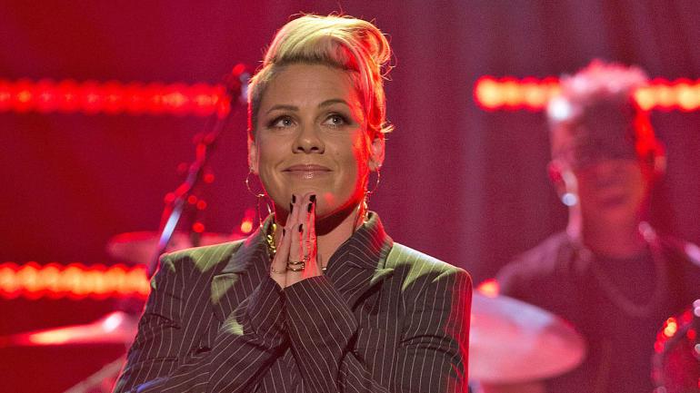 Pink cantará enferma el Himno en el SuperBowl