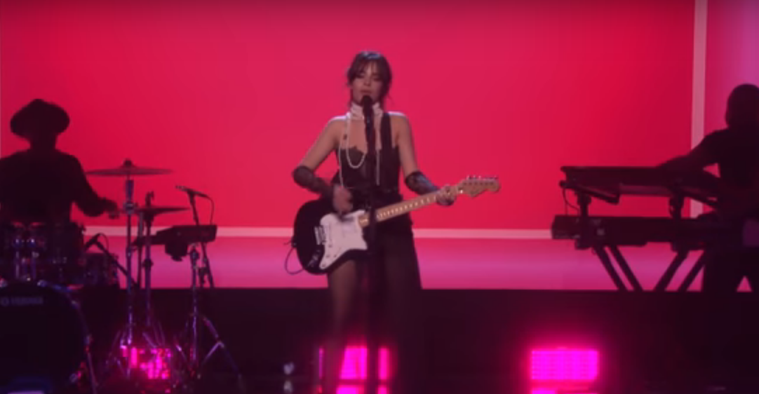 "Camila Cabello interpretó la versión de radio de ""Never Be The Same"""