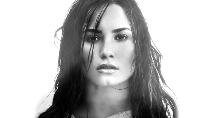 "Escucha la versión en español de ""Tell Me You Love Me"" de Demi Lovato"