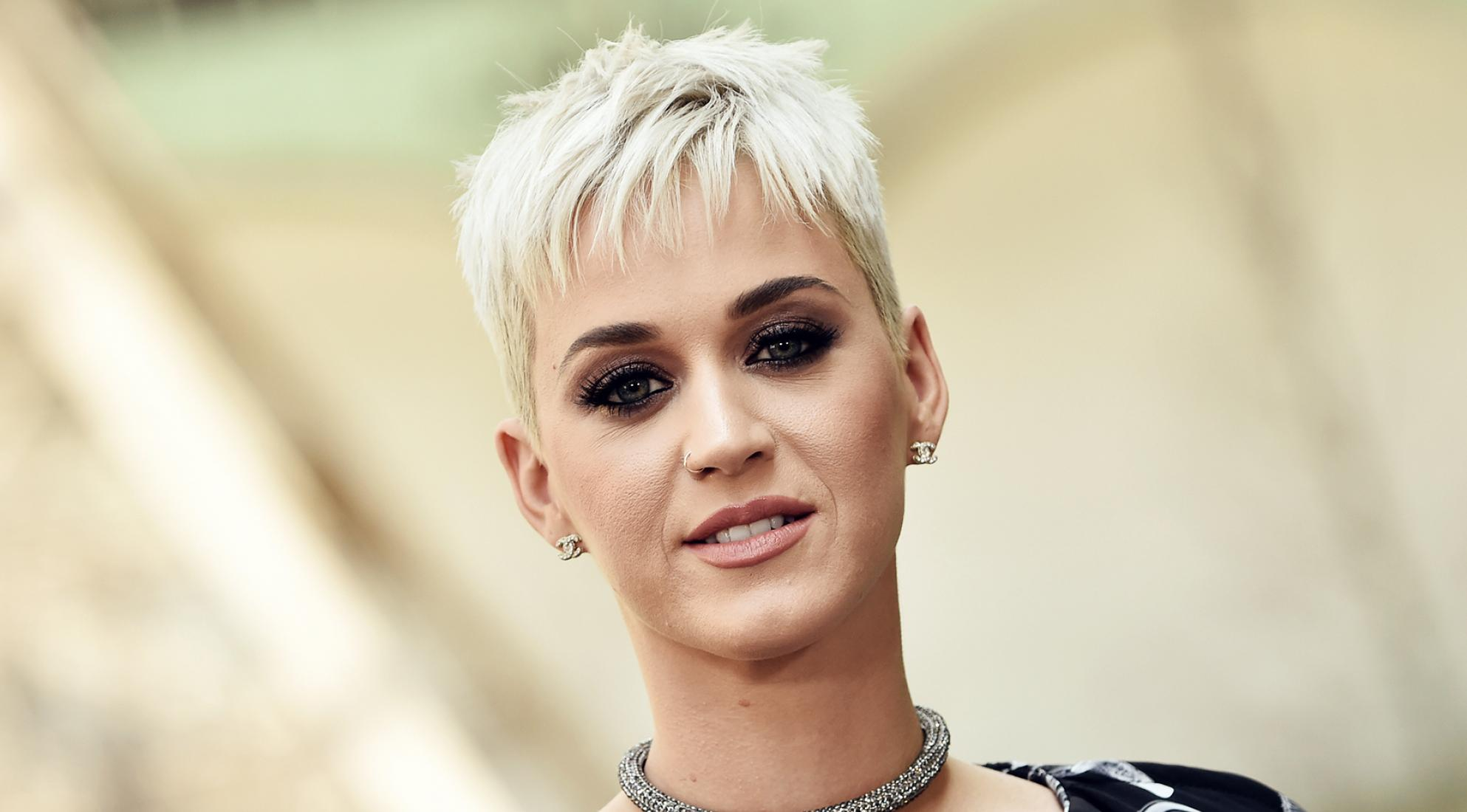 Captan en vídeo a Katy Perry regañando a su equipo
