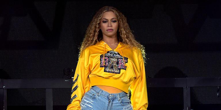 Beyoncé se cayó en medio de su show en el Cochaella