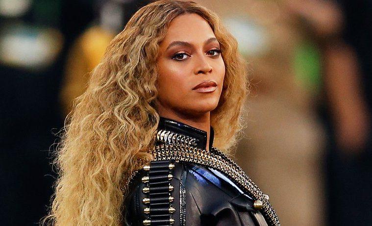 Beyoncé regresa al BB200 con tres álbumes a la vez