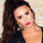Demi Lovato recibe su primera placa de certificación platino por un álbum en EE.UU.