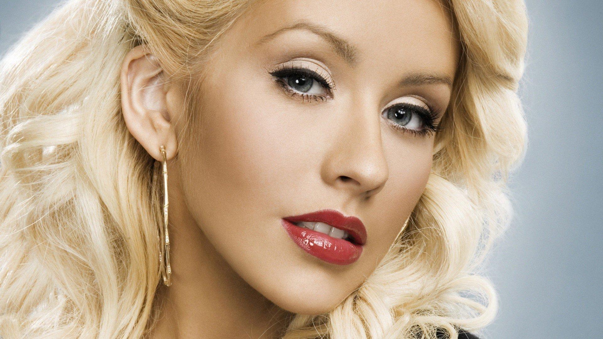 Christina Aguilera insinúa nueva era con misterioso vídeo