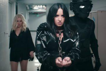 """Xtina y Demi Lovato revelaron el maltrato que sufrieron en Disney en el vídeo de """"Fall In Line"""""""