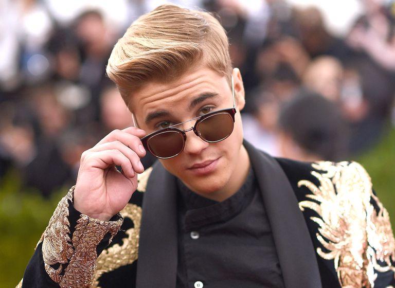 Justin Bieber es captado siendo cariñoso con una de sus ex-novias