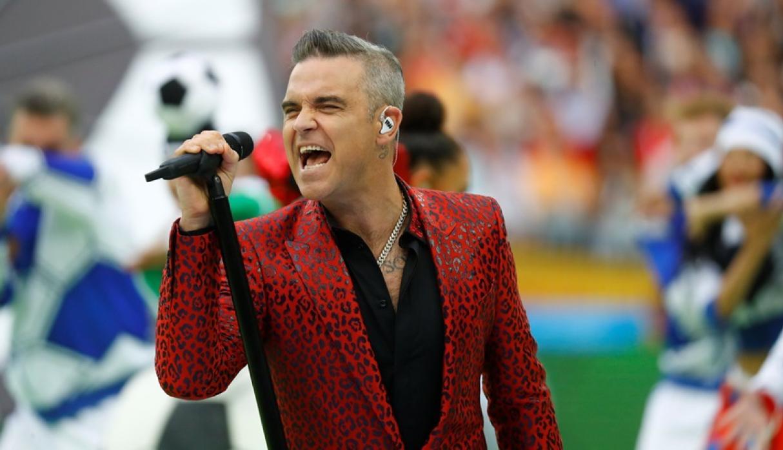 Robbie Williams no se aguantó y mostró el dedo ante las cámaras del Mundial