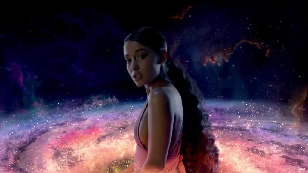 "Conoce como se espera que debute ""God is a woman"" de Ariana Grande en el Hot 100"