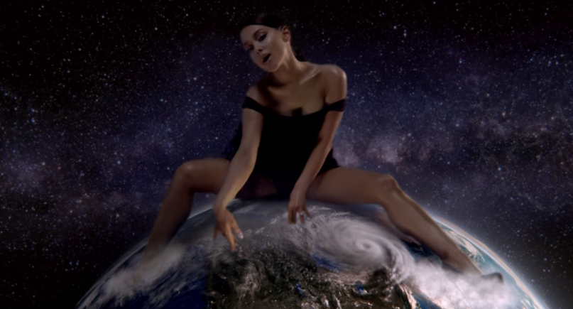 "Ariana Grande lanzó el vídeo musical de ""God is a woman"""