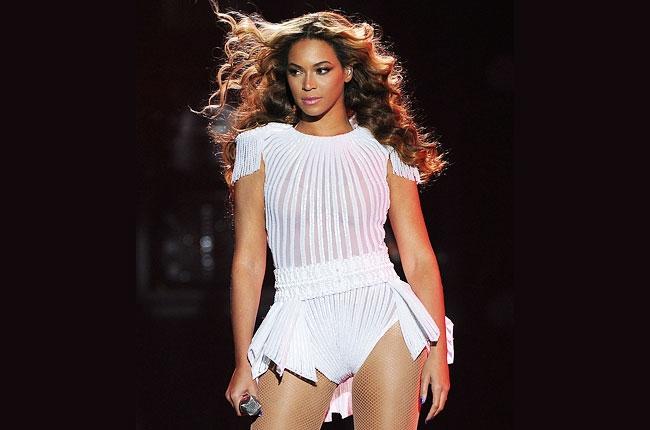 Debido a falla técnica en un show, Beyoncé quedo atrapada en escenario flotante
