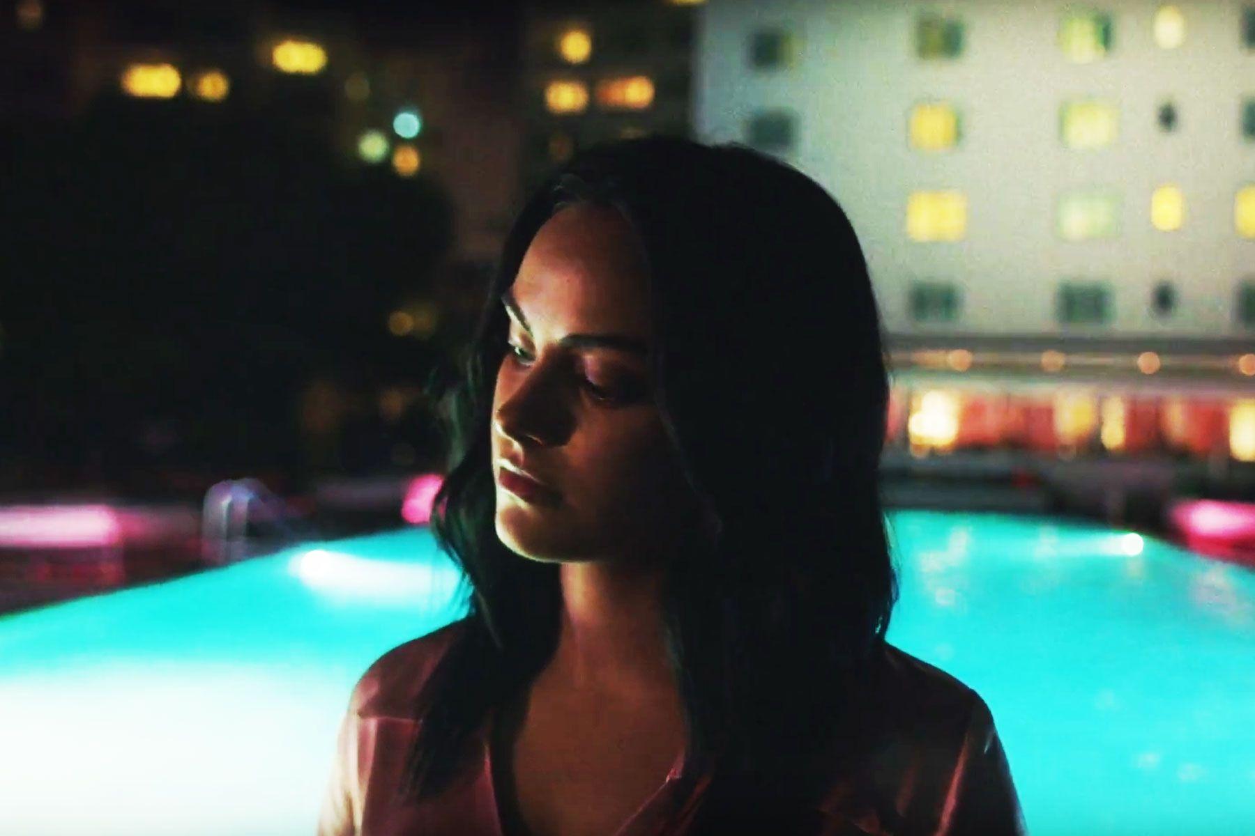 "The Chainsmokers y Emily Warren lanzaron el vídeo musical de ""Side Effects"""