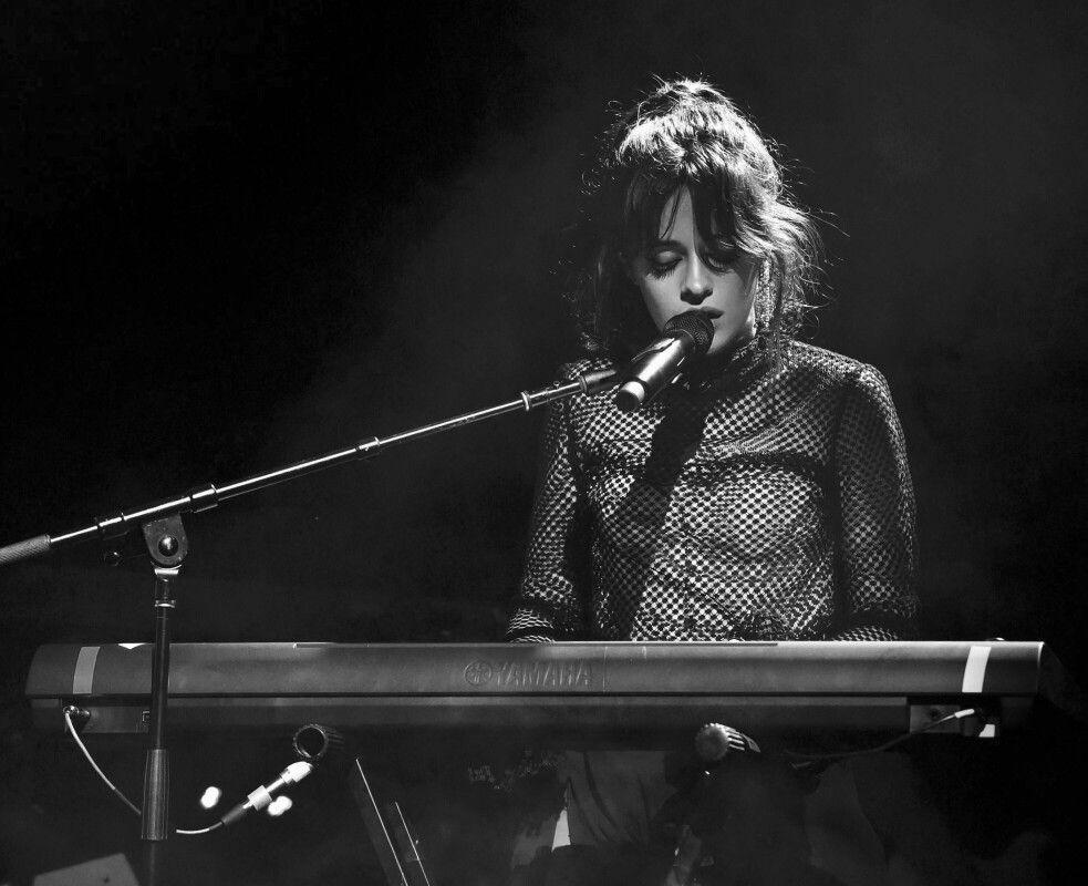 Camila Cabello finaliza una era con Consequences (Orchestra)