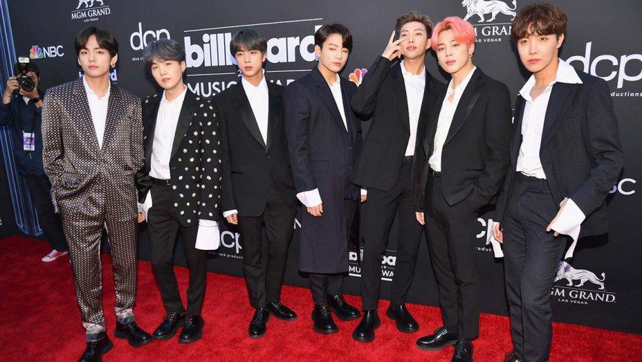 Billboard contrato actores para hacerse pasar por fans de BTS