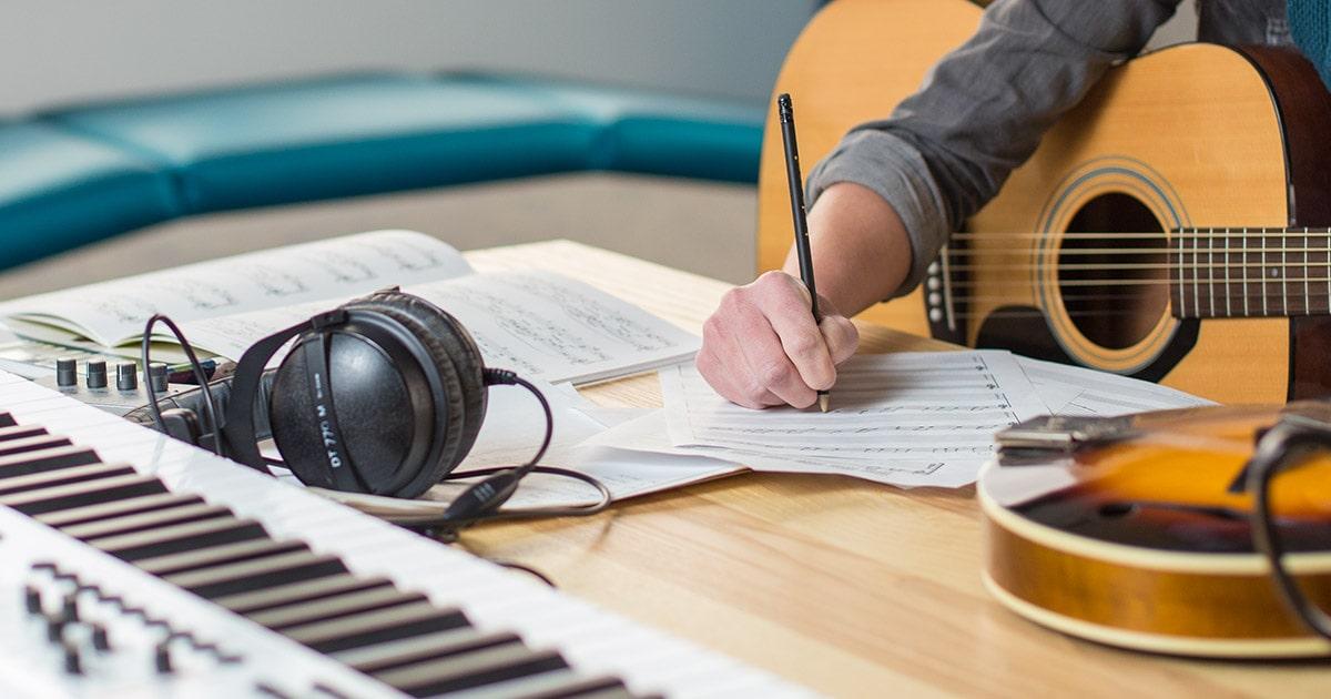 Escritores y compositores generan £810.8 en regalías y baten record