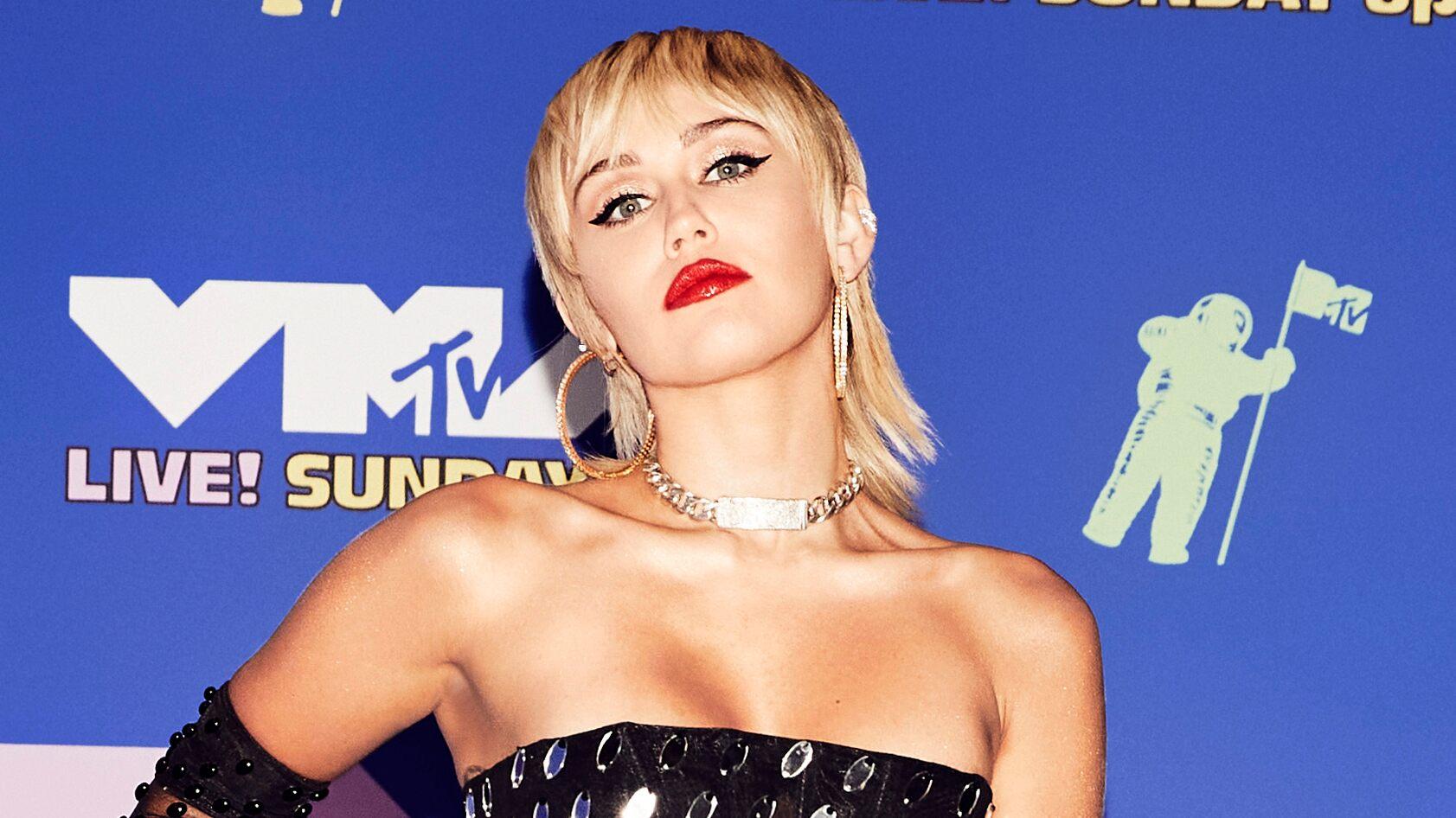 Miley Cyrus dice que la tacharon de villana durante su divorcio con Liam Hemsworth