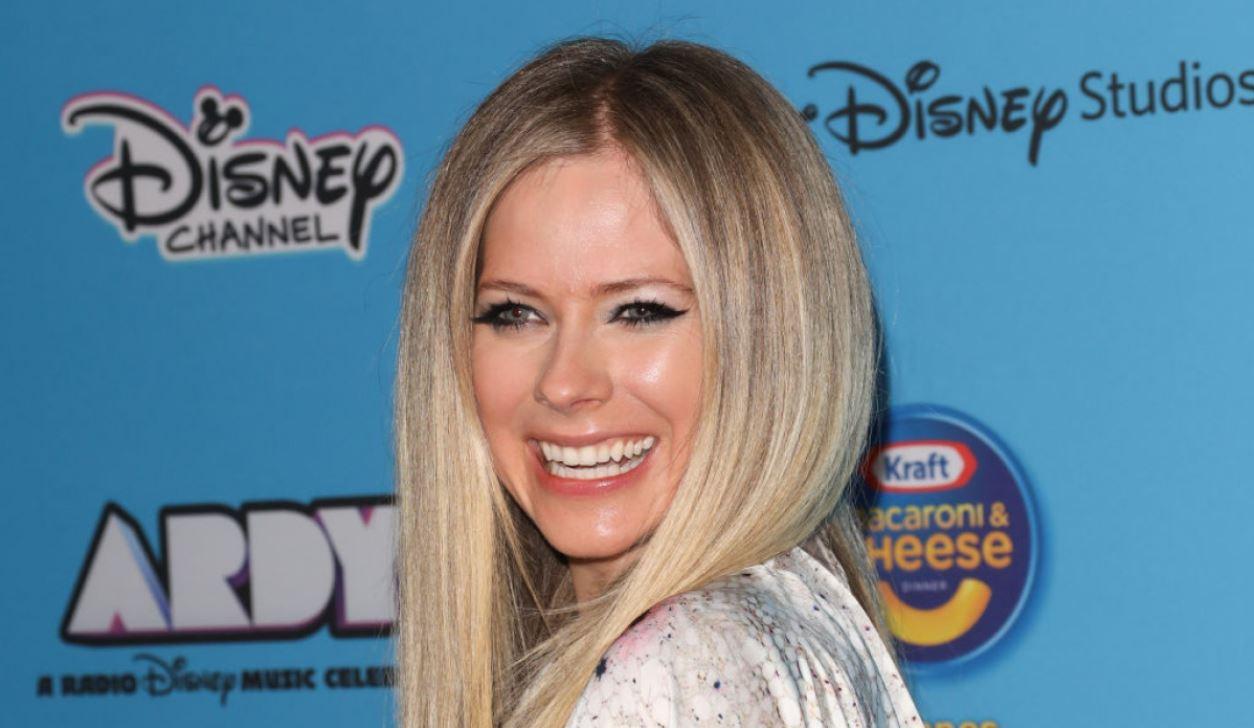 Avril Lavigne decepciona a fanáticos que pagaron por verla en un concierto virtual