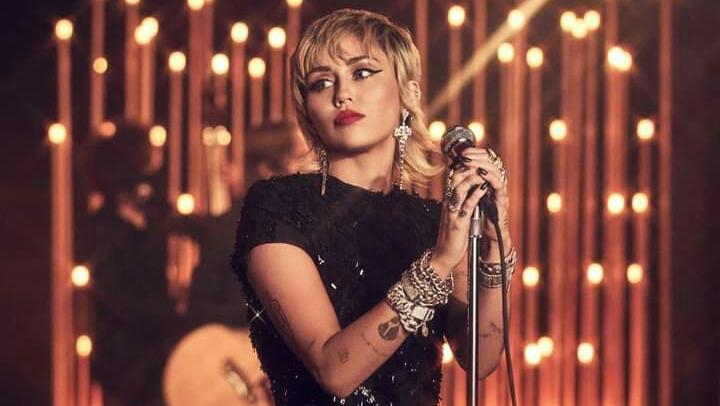 ¿Está Miley Cyrus  siendo saboteada en las Radios Americanas con 'Midnight Sky'?