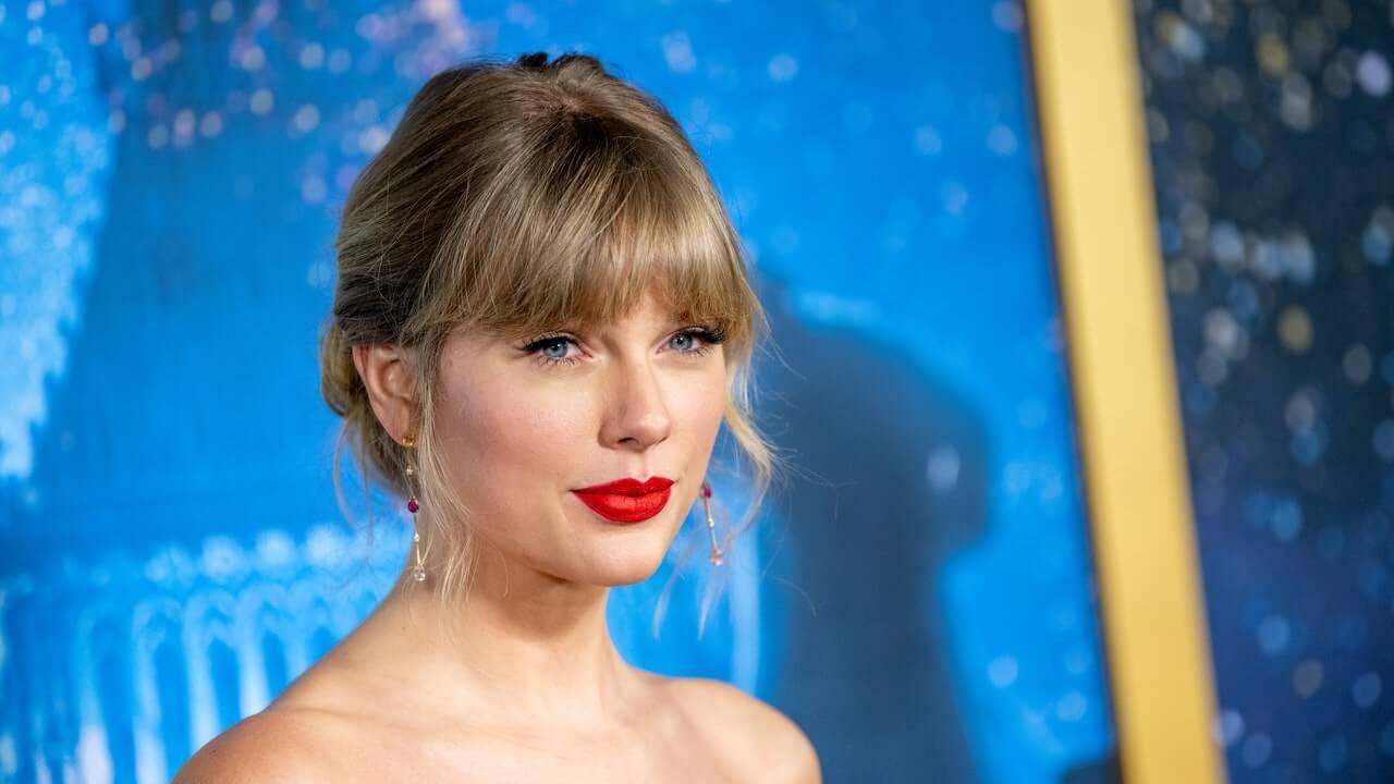 Taylor Swift da adelanto de las versiones regrabadas de su antigua música con 'Love Story'