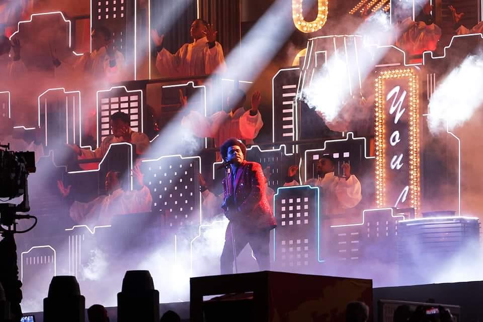 Super Bowl 2021: The Weeknd presenta un atractivo show cinematográfico, pero falla en contexto