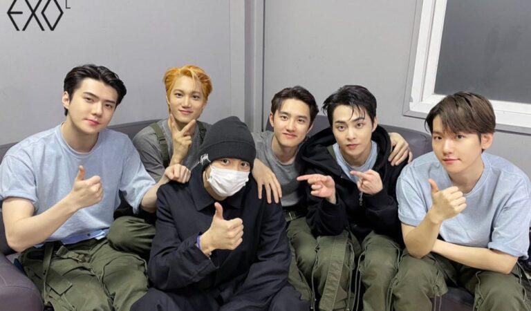 EXO despide a Chanyeol con su tradicional saludo grupal