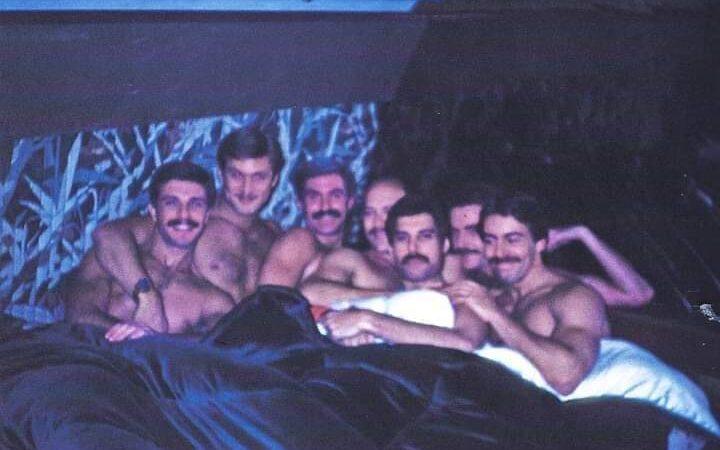 Salen a la luz imágenes inéditas y polémicas de Freddie Mercury