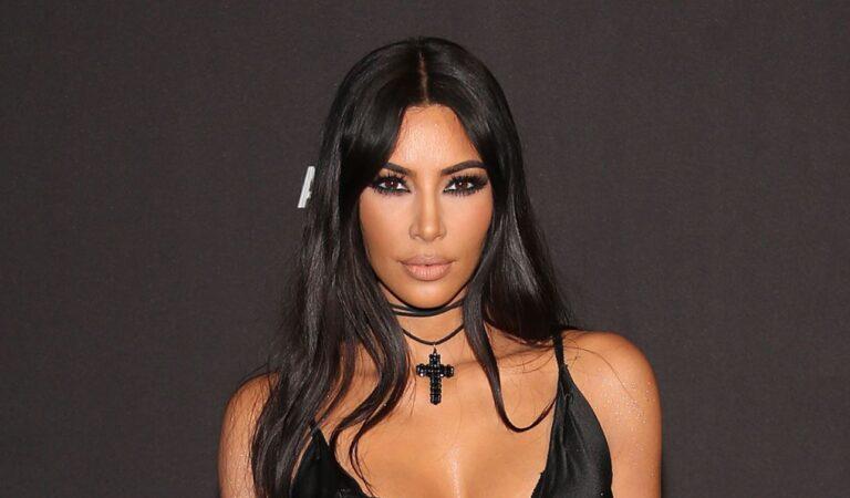 Kim Kardashian va al Vaticano con un vestido inspirado en la caza de brujas