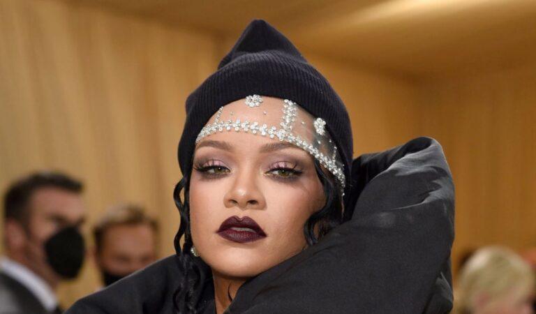 Fotógrafos se cayeron a golpes por Rihanna en la MET Gala